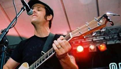 TONY SLY VOCALISTA DE NO USE FOR A NAME